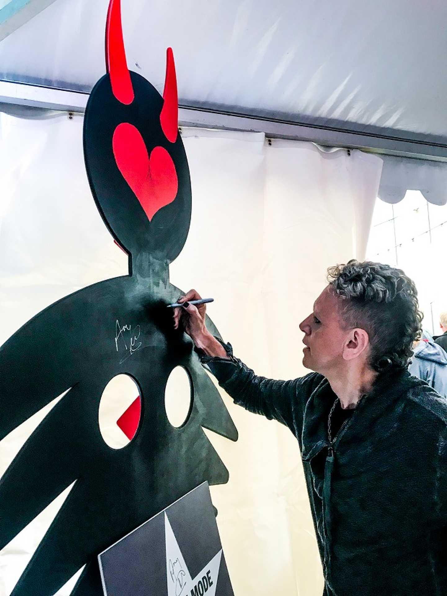 Széket avattak Sopronban a Depeche Mode tiszteletére