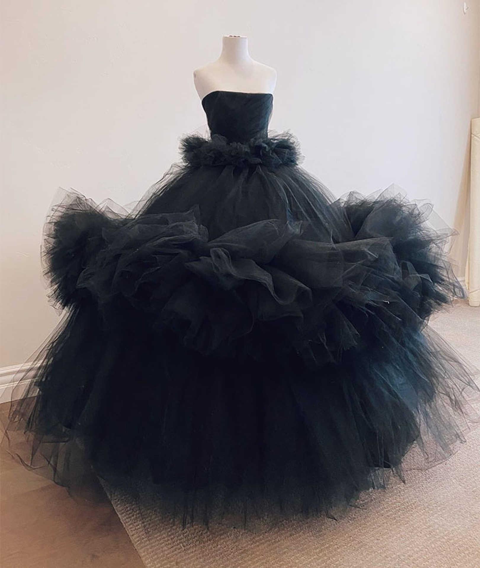 Giambattista Valli olasz divattervező ispirálta ruha