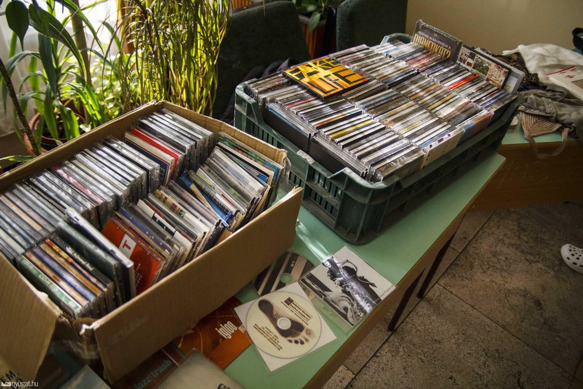 Ekkora gyűjteményem nincs, habár a szüleim rejtegetnek egy-két ilyen dobozt a padláson